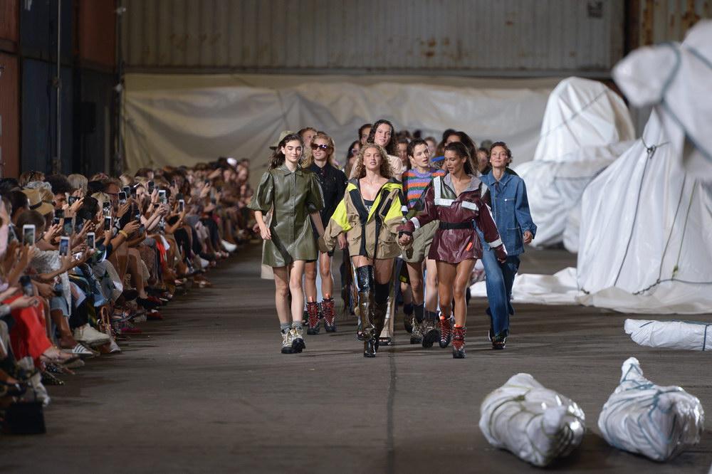 Copenhagen Fashion Week offentliggør showkalender AW19. Her ses Ganni under SS19.